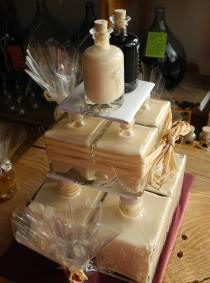 A Demijohn Liqueur Wedding Cake, yum!
